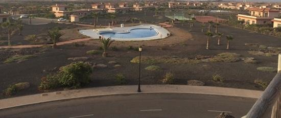 Pierre & Vacances Village Club Fuerteventura Origo Mare: Sample Oasis Pool (This one is not open yet). Open ones have fences around for safety and gates