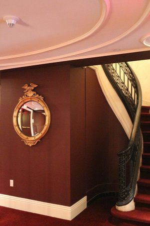 Kimpton Hotel Monaco Philadelphia: Exploring the first floor.