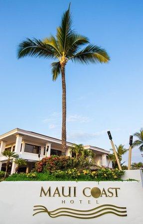 Maui Coast Hotel: Entrance