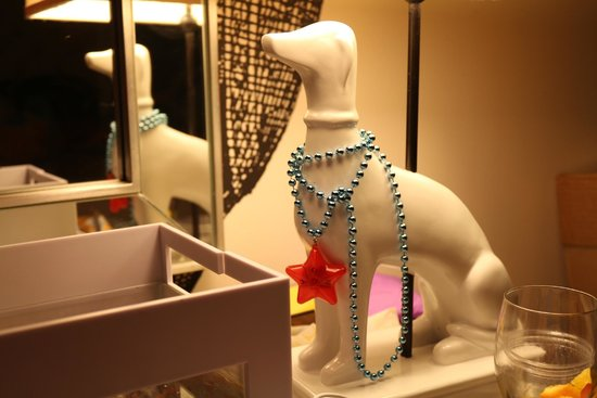 Kimpton Hotel Monaco Philadelphia: Decorated our dog lamp for the 4th