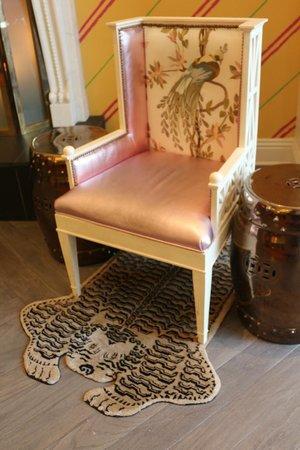 Kimpton Hotel Monaco Philadelphia: Loved this little rug in the lobby