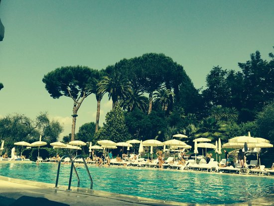 Rome Cavalieri, Waldorf Astoria Hotels & Resorts : Pool