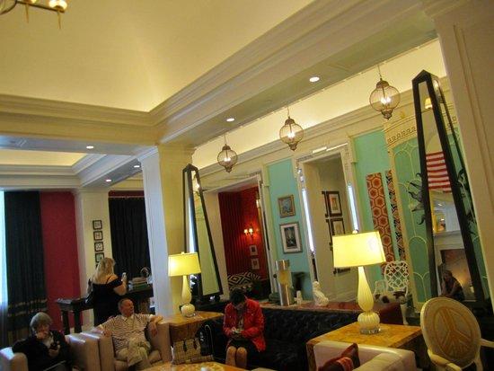 Kimpton Hotel Monaco Philadelphia: More lobby area