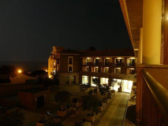 Playa Calera : Hotel by night