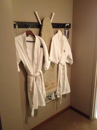 River Rock Lodge: Robes are a nice touch, as is ironing board