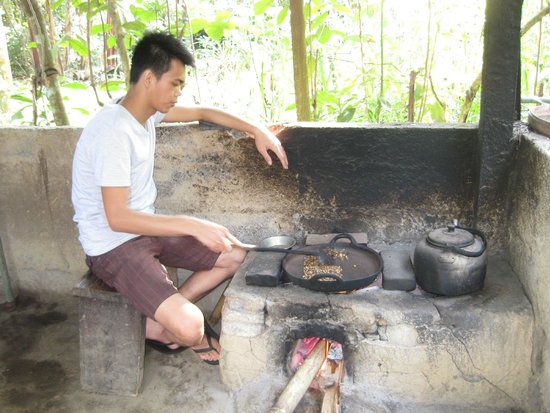 Bali Bike Baik Cycling Tours: Roasing the luwak beans