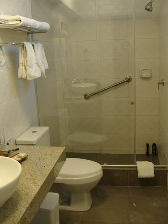 Tierra Viva Miraflores Larco: Banheiro espaçoso