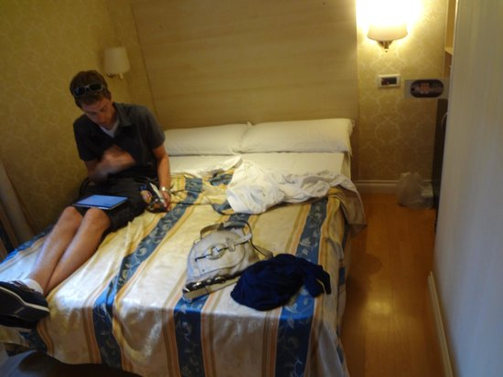 Hotel Saturnia : We can deal with small but dirty is not ok for paying to stay here.