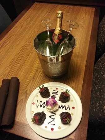 """Embassy Suites by Hilton San Diego - La Jolla: Nice Gesture from Staff """"Deni.."""" for our Anniversary"""