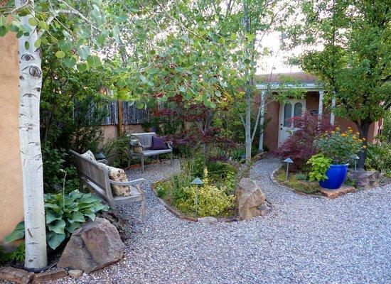 El Farolito B&B Inn: Gorgeous Landscaping