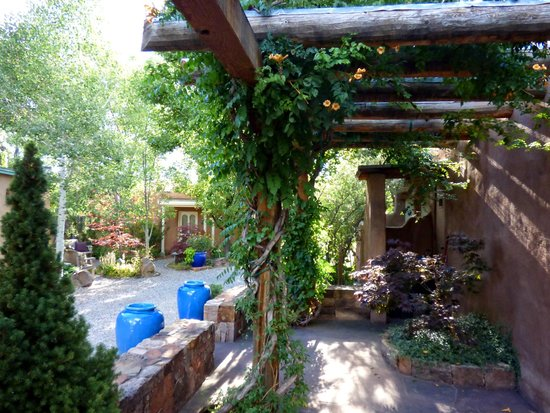 El Farolito B&B Inn: Gorgeous Landscaping