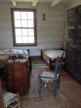 Appomattox Court House National Historical Park : Inside slaves quarters