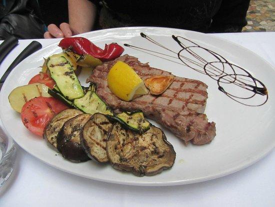 Trattoria - Pizzeria Galleria: Steak nicely done