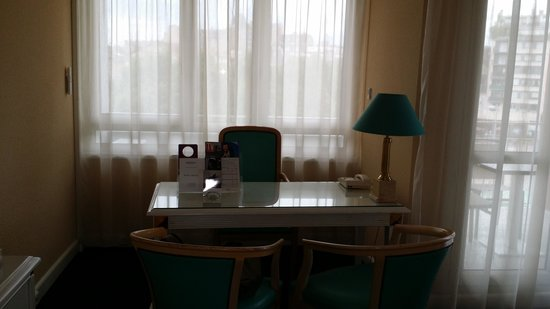 Mercure Limoges Royal Limousin Hotel : desk