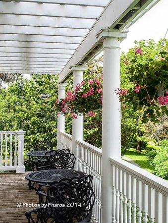 Claramount Inn & Spa : Claramount Inn's breakfast verandah