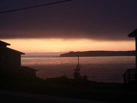 Bayside Cottages: Sunset from cottage