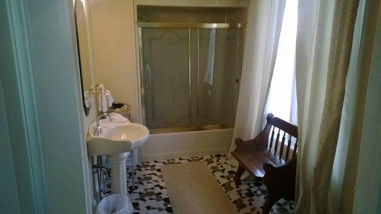 Woodruff Manor Bed & Breakfast : Bathroom