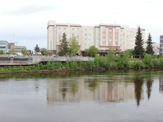 SpringHill Suites Fairbanks : A beautiful river fronts the hotel