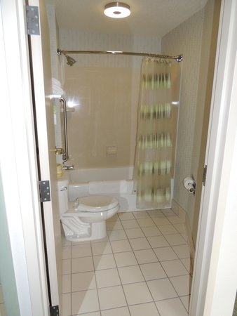SpringHill Suites by Marriott Fairbanks: Immaculate Bathroom