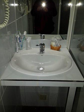 Hotel Eiffel Segur: Baño