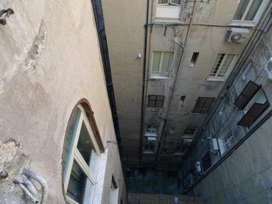 Hotel San Remo: 部屋から中庭を眺めたところ