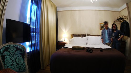 Townhouse Boutique Hotel: Street facing room