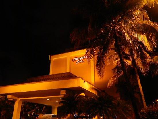 Hampton Inn Miami-Airport West: Hotel Exterior
