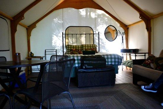 Lakedale Resort at Three Lakes: Spacious glamping tent