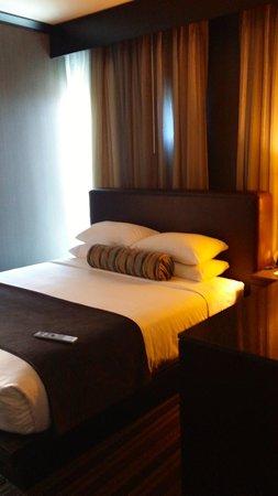 Wild Horse Pass Hotel & Casino: bed in corner suite