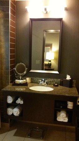 Wild Horse Pass Hotel & Casino: main bathroom in the corner suite