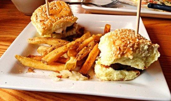 Chiliu0027s Grill U0026 Bar: Two Hamburger Ettes...sloppy Presentation, Most