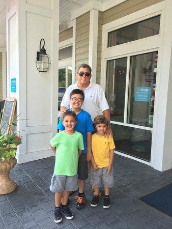 Avenue Inn & Spa: Eliopoulos Family and Lou 2014