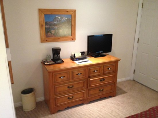 The Nordic Inn: Dresser with coffee and television in the room