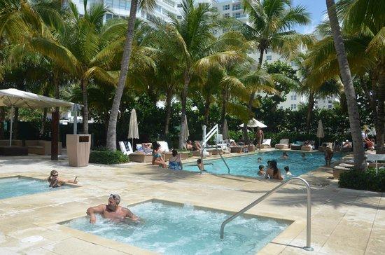 Grand Beach Hotel: piscina