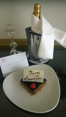 Paris Marriott Champs Elysees Hotel: Happy anniversary!