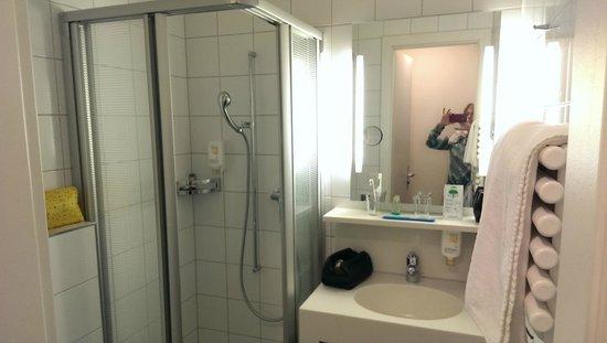 Bristol Hotel Zürich: private bathroom