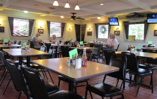 Rylan's Restaurant: Dining area