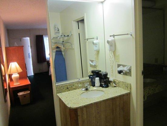 Best Western Crossroads Inn: bathroom