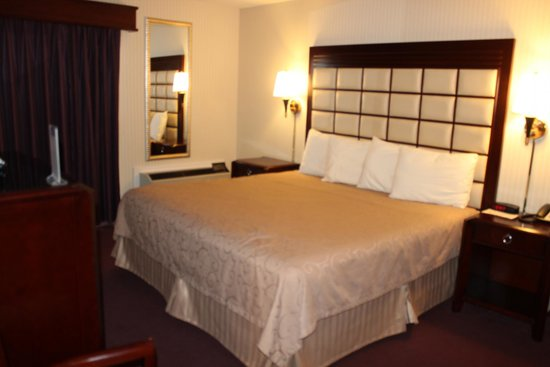 Wintergreen Resort & Conference Center: love the headboards