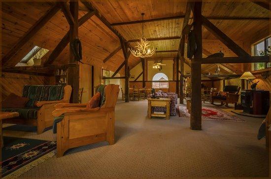 Hansen-Silver Guest Ranch: Comfortable Great Room