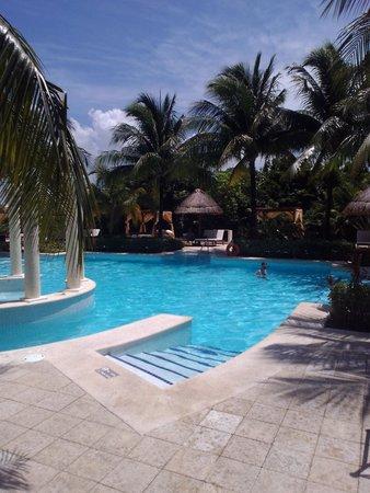 The Royal Suites Yucatan by Palladium: royal pool