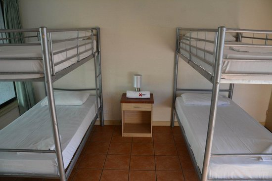 Base Backpackers Airlie Beach : 4 bed ensuite dorm