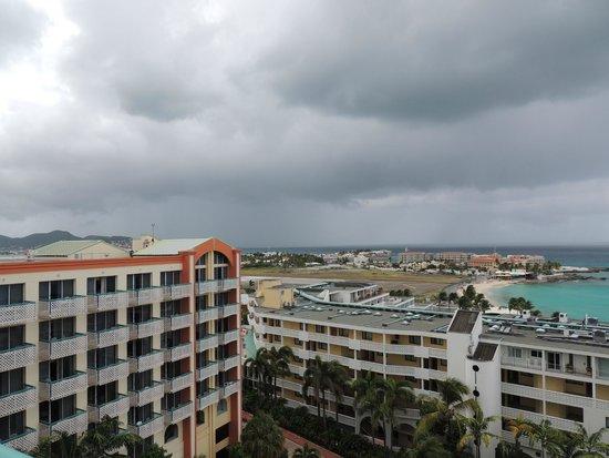 Sonesta Maho Beach Resort, Casino & Spa : Balcony view. Beach, runway, island!!