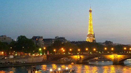 Pont Alexandre III: Tour Eiffel