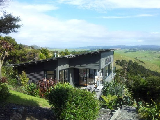 Ara Roa Accommodation - Whangarei Heads : A view of The Guest House.