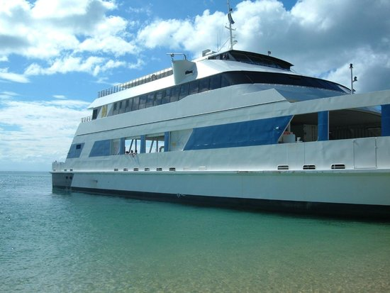 Tangalooma Island Resort: Car and walk on ferry, cheaper then resort ferry.