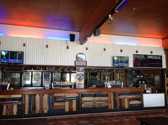 Base Backpackers Airlie Beach : Down Under Bar