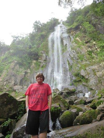 Diamante Verde Tours: Austin at waterfall