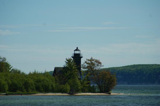 Grand Island : Iconic lighthouse makes for a great photo background!