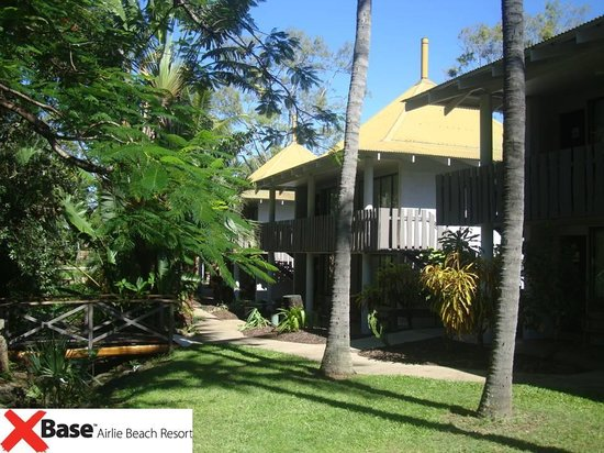 Base Backpackers Airlie Beach : cabins